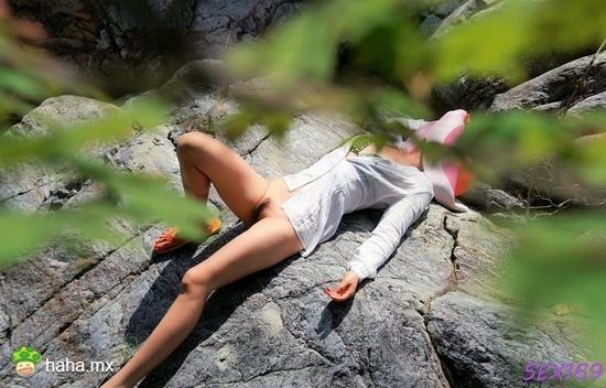 美女郊游 累了